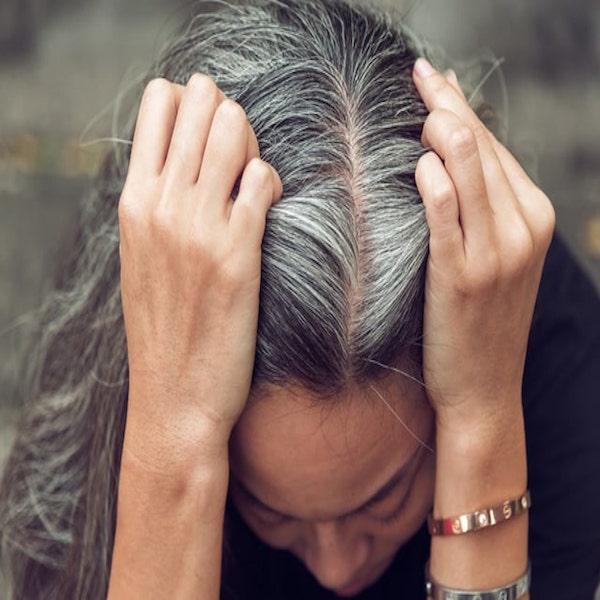 Trị tóc bạc sớm để bạn luôn trẻ trung như tuổi của mình